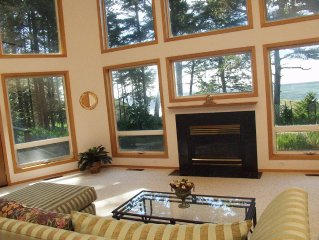 Shelter Cove Cottage: Secluded Location ~ Views of Pacific Ocean & Lighthouse