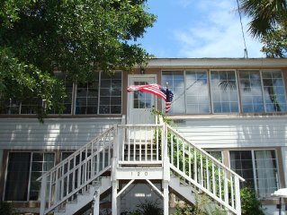 FOLLY BEACH - 3 Bed 1 Bath* 1 Block To Lifeguarded Beach & Center Street*