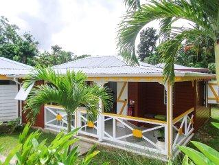 Charmant bungalow de style créole avec piscine et jardin exotique (5 personnes)