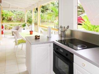 Charmant bungalow de style créole avec piscine et jardin exotique (4 personnes)