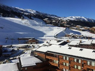 MERIBEL Mottaret parking, menage, skis au pied