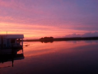 Spectacular Waterfront Views While Floating On The Apalachicola River