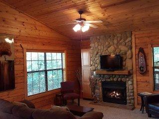 Beautiful Log Cabin at Cabins of Grand Mountain in Branson!! Romantic Getaway!!!