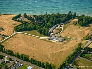 Prairie House Bed & Breakfast, Panoramic views of the Olympics and the Strait
