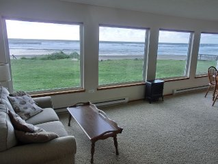 Beachfront Family Friendly 1 Story 3 Bedroom on the beach at Roads End, OR