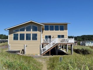 Luxury 4 bedroom beachfront Home Built 2013 with Hot Tub