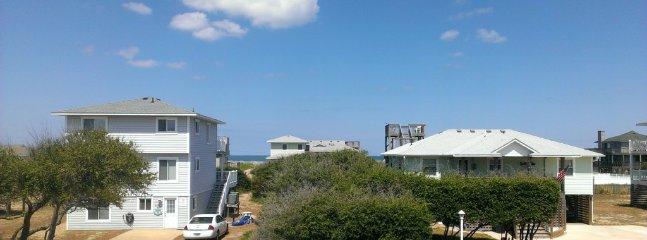 Vista desde la cubierta frontal - una de las rutas de acceso a la playa se puede ver en medio.