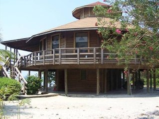 Beachfront 'Round' House - Dive, Snorkel, Swim, Kayak, Leisure