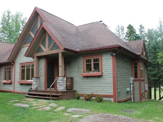 Spacious chalet near ski slopes, golf, Tremblant Village