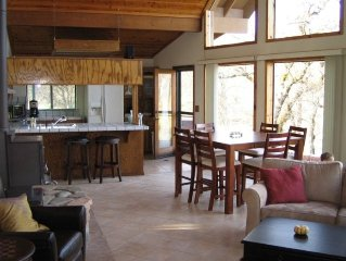 Beautiful 3BR/2BA Lodge Home in Redding, Lake Shasta - 5 Acres