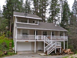 Best Value - 2,100 Sqft - WiFi - DISH TV - Sleeps 10 - Deck -  Walk to Bass Lake