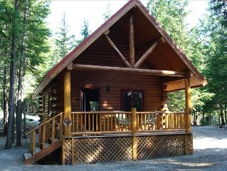 Sha Bear Cabin, on the YAAK RIVER~Quiet, Romantic Cabin Sleeps up to 4