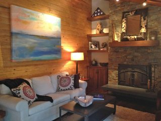 Remodeled Beautiful Cabin, 5 star reviews, bikes included, Outdoor fire table!