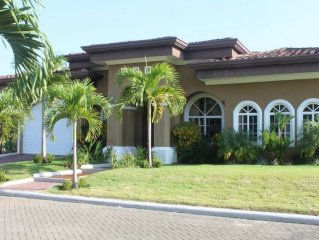 Family Friendly 3 bdrm, 3 bath home-private pool & close proximity to the beach.