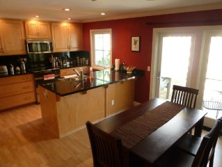 Charming St Helena condo, short walk to restaurants and wineries