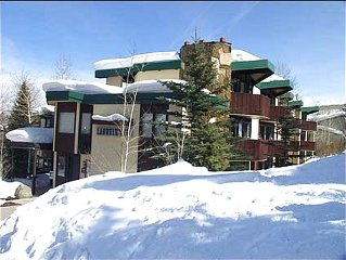 PRIME SLOPESIDE ~ Ski In/Out!! Spacious 1 Br/studio, Newly Remodeled