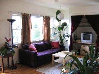 Berkeley Elegant Short Term Rental - Gorgeous Yard with Deck