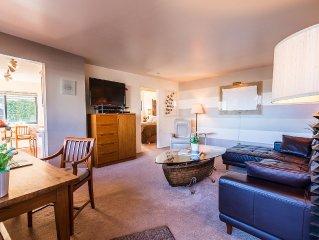 Posh Lakeside Suite 1 bedroom - 1 Block to Beach, tennis courts & 10 Restaurants