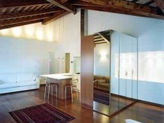 Modern Studio in 15th Century Building Close to St Mark, alquiler de vacaciones en Venecia