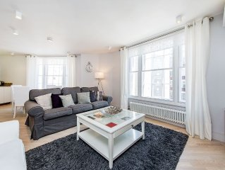 Enjoy this Covent Garden flat from the moment you step out of the Lift