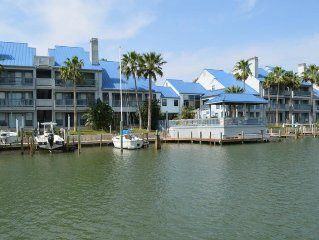 Smart Padre Vacationers like'WE THREE KING' beds, 3bd/2bth, Boat Slip, Pool/Spa