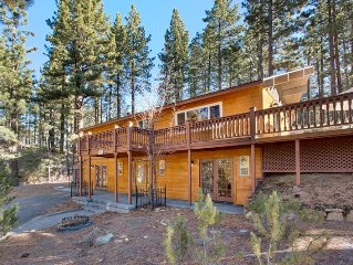 Charming Updated Cabin, Quiet, Spacious Deck, Hot Tub, Near Heavenly