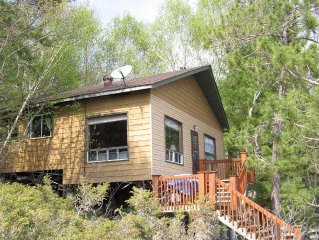 Quiet Private Lakefront Cottage, Great Fishing & Boating, Scenic Hikes & Drives