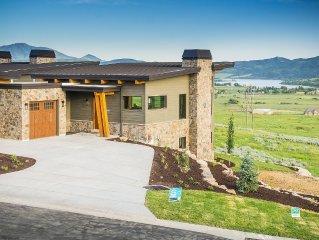 "New! ""the Ridge""  Mountain Modern, Valley Views 4 Bed / 3.5 Ba Pvt Hot Tub"