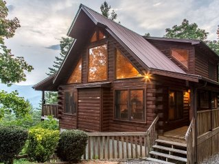 Luxurious Mountain Top Log Home with Stunning Views, Hot Tub, Wifi and Much More