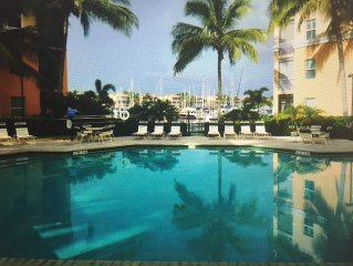 Well Decorated Condo with a Short Walk to the Marina