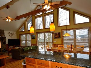 Cozy Family Retreat: 5 Bdr, 3 Bath, WiFi, 2 decks, HUGE hot tub, game room