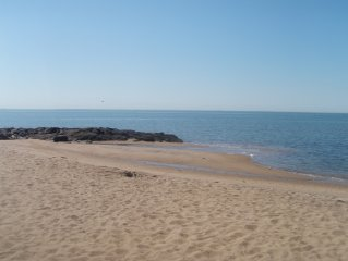Classic Cottage With Water Views Of Long Island Sound--Monthly rates available!