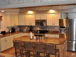 Nothing-like-it Luxury! Sleeps 19!! Newly renovated Woodridge Villiage Home