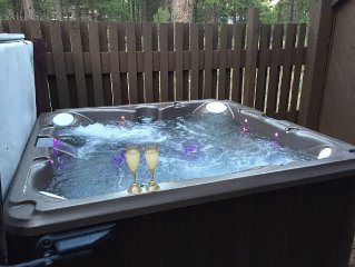 Sparkling NEW PRIVATE JACUZZI! Charming 3-story Mountain Cabin