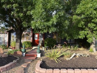 Come Relax At Your Own Family, Dog-friendly Home Close To All The Amenities.