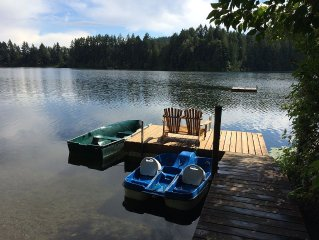 3BR+VICTORIA CLASSIC LAKE HOUSE  Close to the City on Isolated Lake Front W/Dock