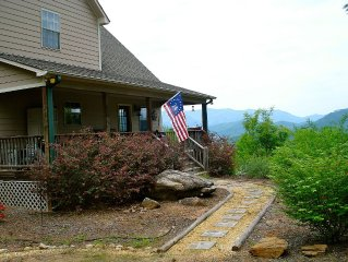 5-Stars! Romantic Luxury Bella Vista Cottage on 3.5 Acres W/ Beautiful Views!