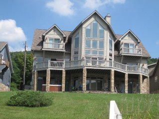 Beautiful 7-Bedroom Lakefront Home Near Mountain and Attractions