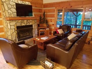 Near Boone, 3 levels, 4 bedrooms, wifi, hot tub, pool table, granite, sleeps 12
