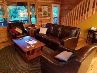 Near Boone, 3 levels, 4 bedrooms, wifi, hot tub, pool table, granite, sleeps 12