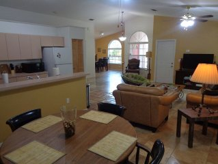 Tampa Bungalow - Hot Tub/Pets/Alexa/Beaches/Busch Gardens