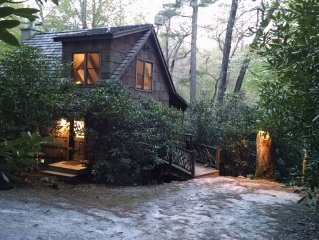 Walk to Cashiers Crossroads from this upscale, airy & romantic cabin!