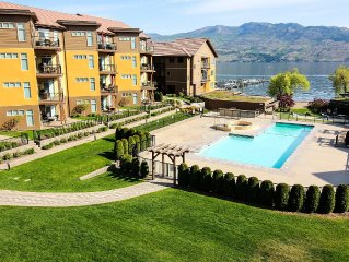 Okanagan Lake BEACHFRONT Penthouse, 2 bed 3 bath + loft, sleeps 7 people