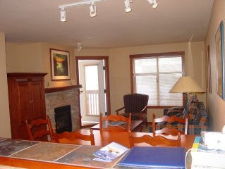Spacious, Quiet Ski-In/Out 1BR+Den. Sleeps 7.
