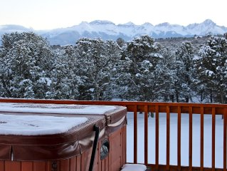 Dramatic Panoramic Mountain Views!  HOT TUB!  Luxurious, comfy & near all!