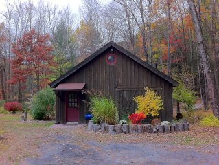 A Romantic Escape, Woodstock Barn by A Stream with Hot Tub