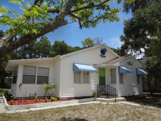 Renovated Bungalow!  Close to beaches and Sims Park!