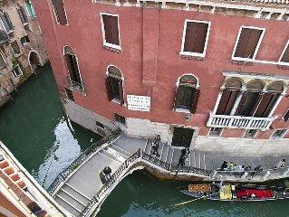 Perfect Wonderful Terrace Views of Canals, Gondolas, San Marco Domes, AC, WiFi