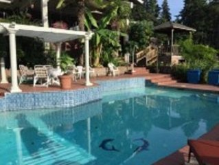 Poolside Guesthouse in Wine Country