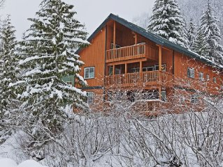SUPER LARGE CHALET - SAUNA & HOT TUB, GROUPS AND FAMILY FRIENDLY